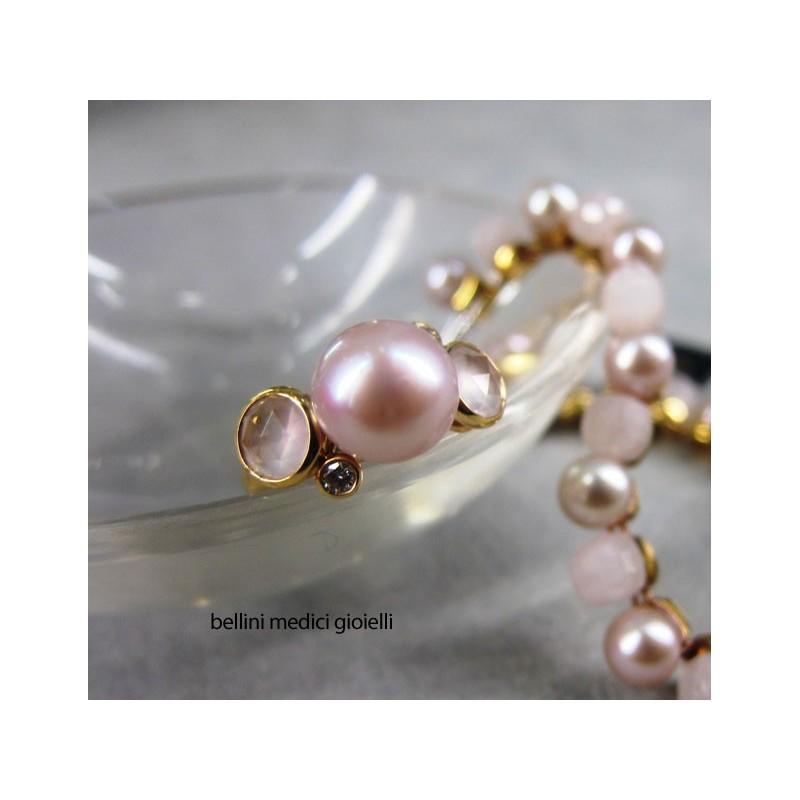 Anello in oro con perle rosa